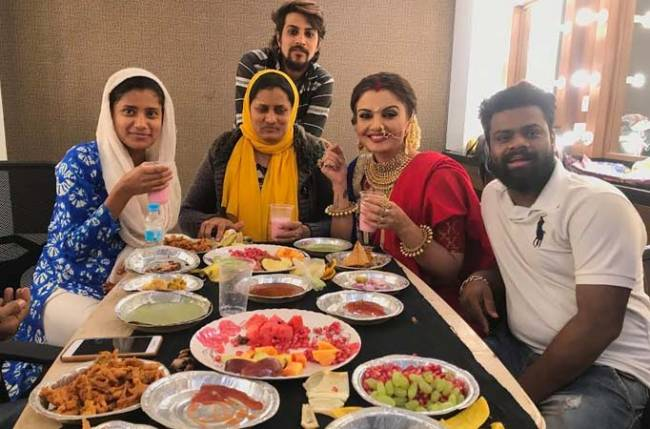 The cast of Main Bhi Ardhangini indulge in a scrumptious iftar spread in Jaipur